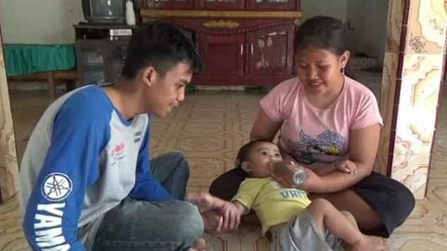 Família alimenta bebé com café por não ter dinheiro para comprar leite