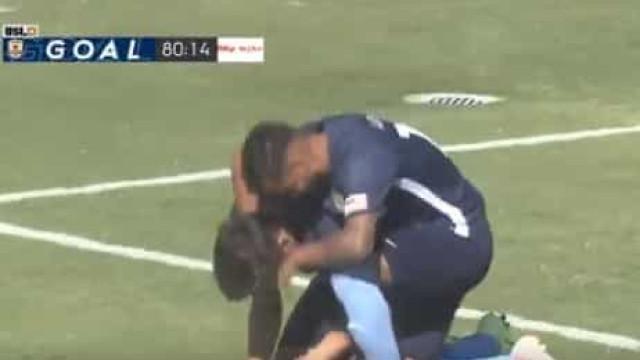 Pai morreu horas antes, foi a jogo e chorou ao marcar golo da vitória