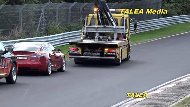Protótipo da Tesla deixou Nurburgring... de reboque