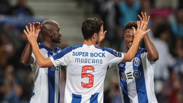 [2-0] Luís Godinho 'anula' penálti e mostra amarelo a Corona
