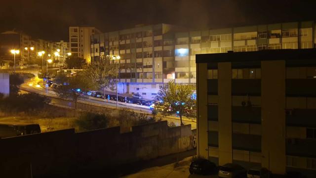 Incêndio em habitação faz 14 feridos em Almada