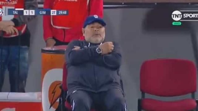 Polémico penálti de ex-Sporting deixou Maradona incrédulo