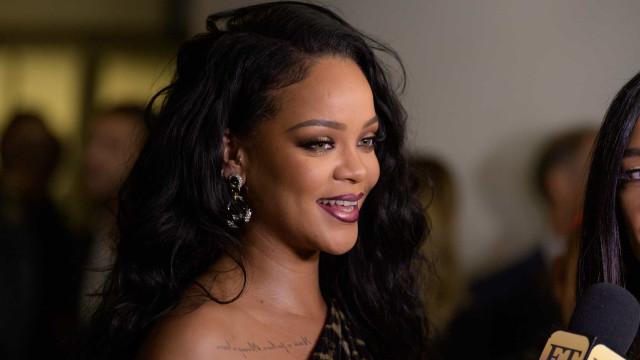 Rihanna arrasadora de vestido tigresa em lançamento de autobiografia