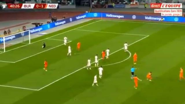 Médio do Liverpool assina um golão de longa distância pela Holanda