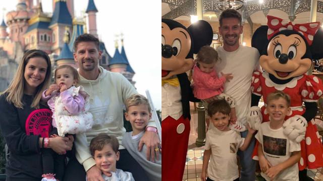 """Adrien Silva e a família na Disneyland para """"inspirar o sonho"""" dos filhos"""