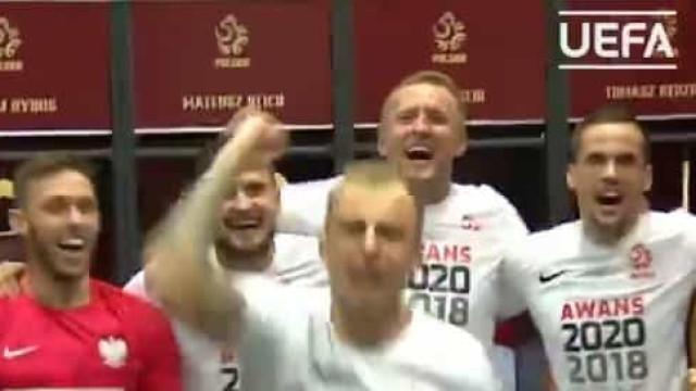 A festa da seleção polaca no balneário após agarrar um lugar no Euro'2020