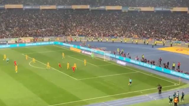 Assim se viveu o golo 700 de Ronaldo nas bancadas de Kiev