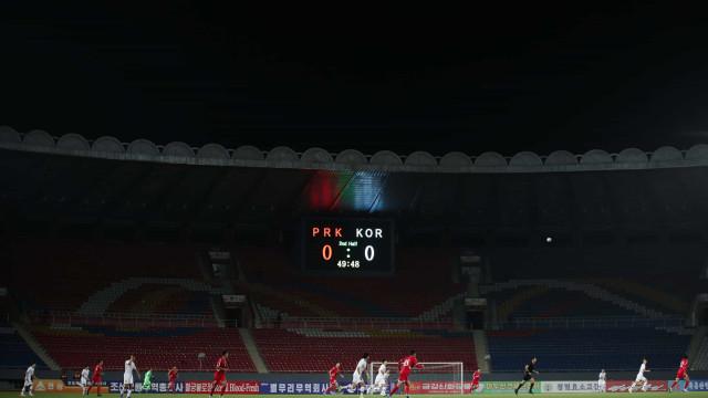Coreias encontraram-se em campo em partida atípica... sem espectadores