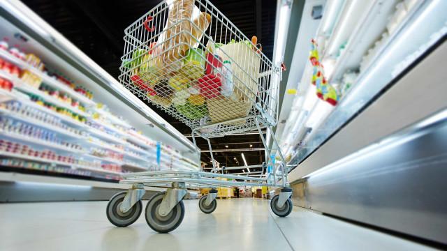 Supermercados e mercearias abertos até às 17h nos fins de semana