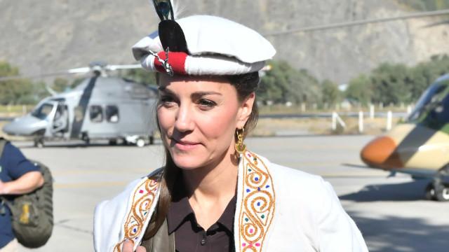 Paquistão: Kate Middleton exibe chapéu tradicional também usado por Diana