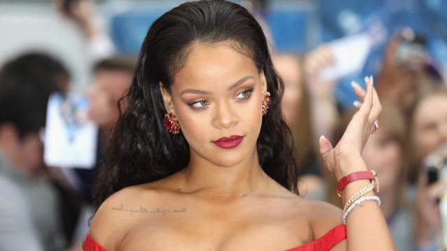 Rihanna surge arrasadora numa lingerie muito sensual