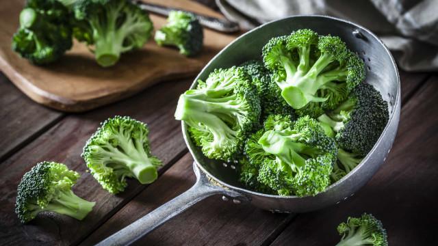 Como cozinhar os brócolos para aproveitar todos os seus benefícios
