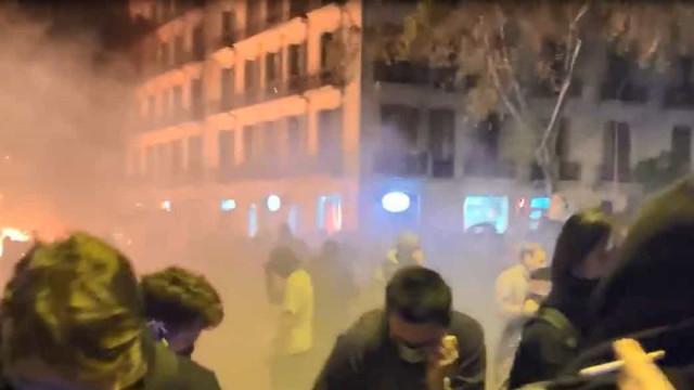 Vídeos mostram o 'estado de sítio' que tomou Barcelona