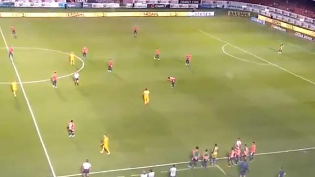 Jogadores recusam-se a jogar e sofrem dois golos desta forma