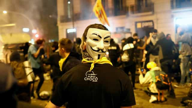 """Batalha urbana"" na Catalunha fez 89 feridos. ""Nunca vi uma coisa destas"""
