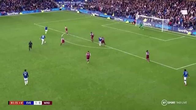 Sigurdsson fez obra de arte para selar mais uma vitória do Everton