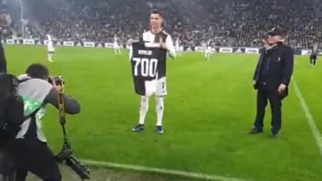 CR7 ovacionado: Juventus dedica-lhe homenagem depois do golo 700