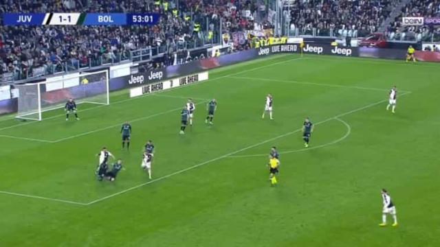 Este golo da Juventus entra diretamente para os apanhados da época