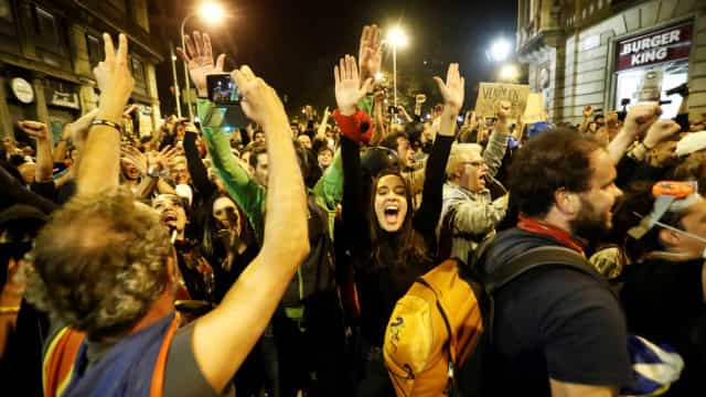 Seis feridos ligeiros no quinto dia de confrontos em Barcelona