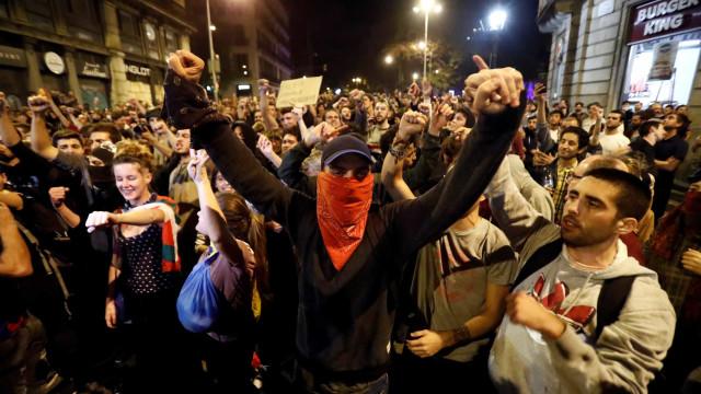 Barcelona desperta depois de noite de tréguas dos grupos radicais