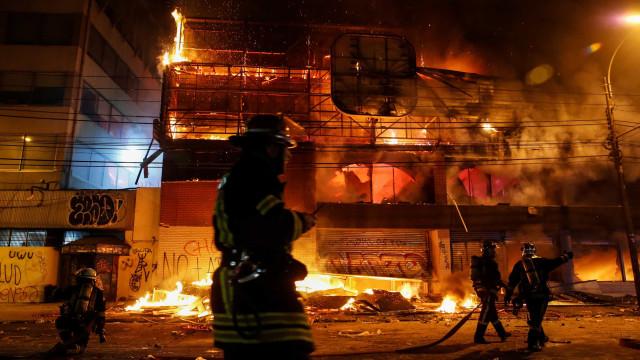 Três mortos em incêndio em supermercado durante protestos no Chile