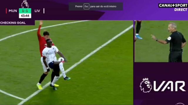 VAR volta a fazer das suas em Old Trafford e anula golo de Mané