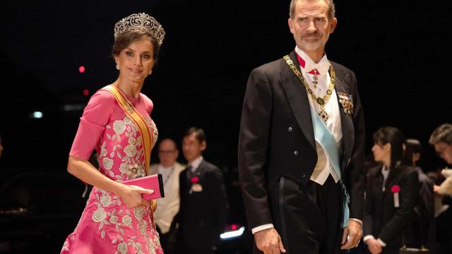 Sublime! Rainha Letizia brilha com vestido e tiara impressionante