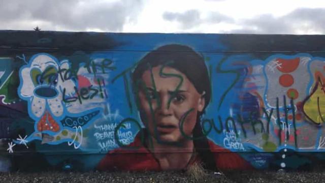 Mural de homenagem a Greta Thunberg vandalizado no Canadá