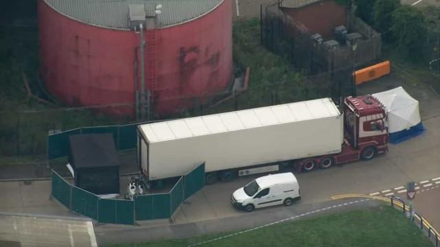 Imagens aéreas mostram local onde foi encontrado camião com 39 corpos
