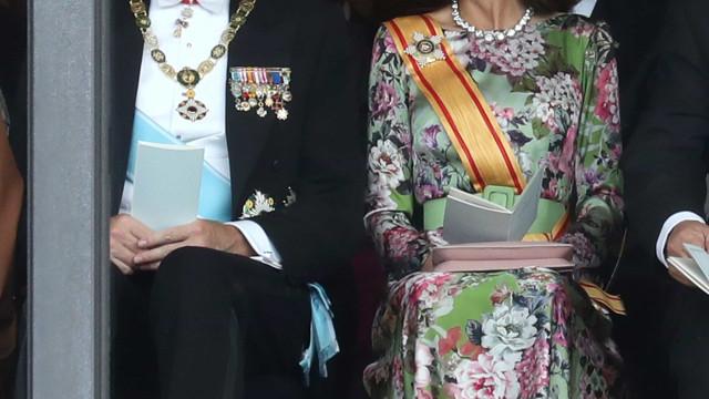 No Japão, rainha Letizia deslumbra com jóias repletas de história
