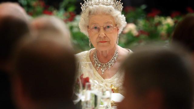 Os alimentos que são 'proibidos' para a rainha Isabel II