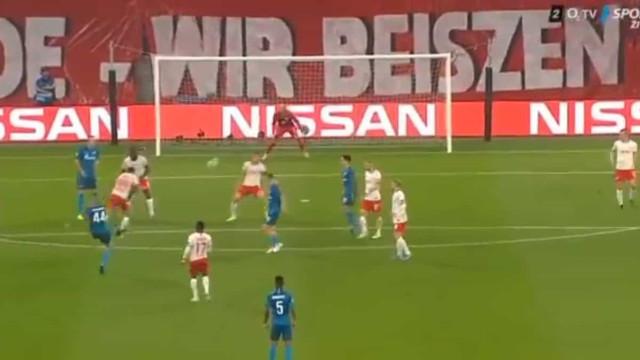 Deram 'Red Bull' a Rakitsky e o Zenit abriu o marcador com um golaço