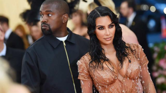 Entre dentro da casa de Kim Kardashian e Kanye West em Calabasas