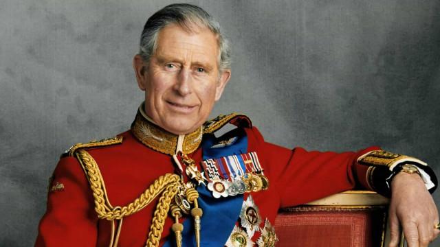 Príncipe Carlos faz 71 anos. Uma vida através de imagens