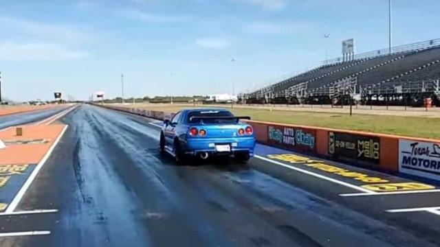 Skyline GT-R acabou (muito) maltratado nesta 'drag race'