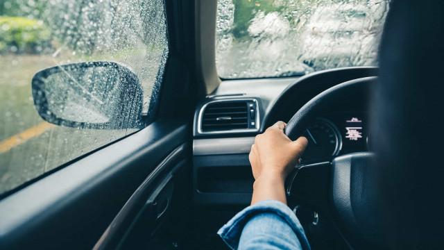 Cinco dicas para não ter nenhum azar a conduzir à chuva