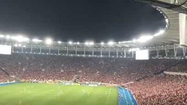 O incrível ambiente vivido no Maracanã durante o Flamengo-Bahia