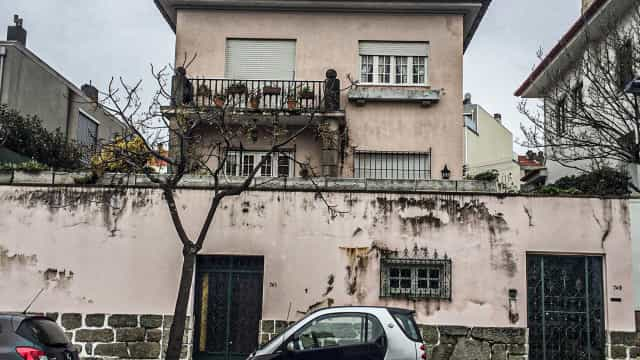 Mulher encontrada morta dentro de casa no Porto