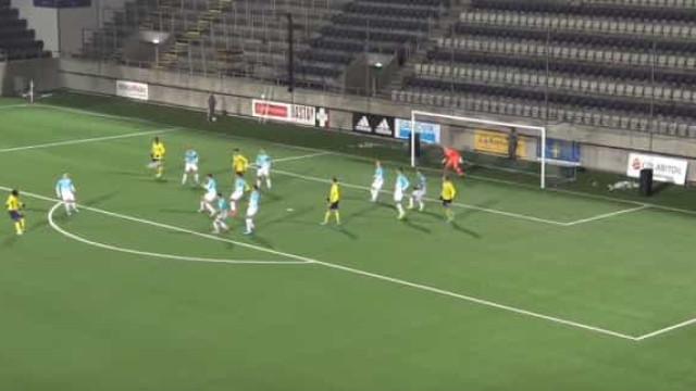Deste jogo entre seleções de sub-19 chega-nos um golo fascinante
