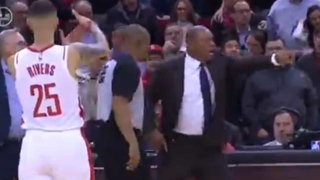 Momento do ano na NBA? FIlho celebra expulsão do pai da quadra de jogo