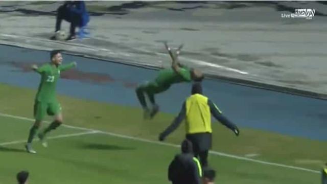 Jogador da Arábia Saudita decide jogo com golaço e festeja à... Nani