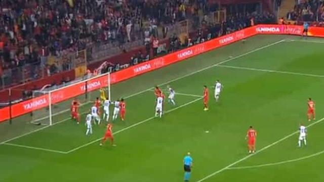 Demiral (lembra-se dele?) garantiu assim a qualificação da Turquia