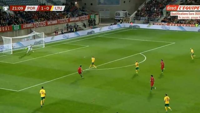 Ronaldo levantou o Estádio do Algarve com este golaço