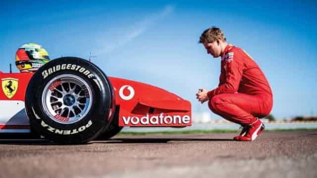 Antes de leilão, filho de Schumacher conduz carro que deu título ao pai