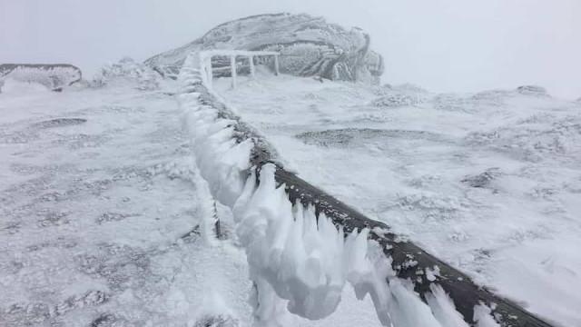 Fenómeno meteorológico sincelo (não é neve) deixa Serra do Larouco branca