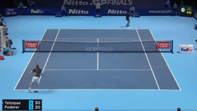 Apesar da eliminação, Federer levou Londres à loucura com este ponto