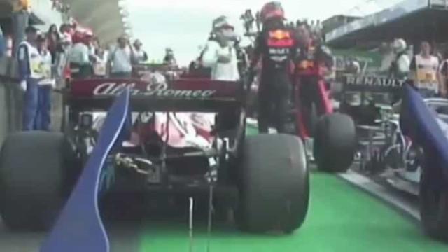 Hamilton atirou Albon para fora de pista e o que fez a seguir foi notável