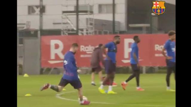 Messi volta a fazer um golo de pura magia no treino do Barça