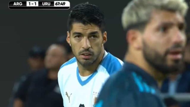Golaço de Luis Suárez no Argentina-Uruguai