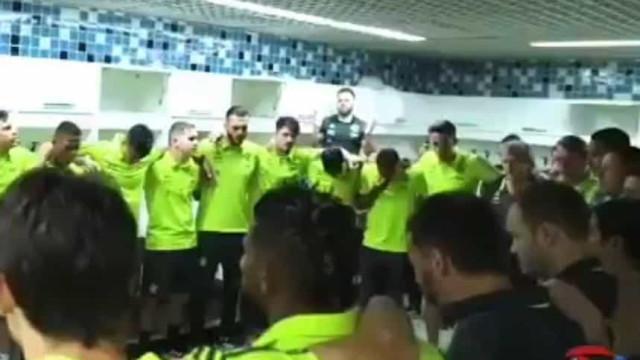 Rezou-se o 'Pai Nosso' no balneário do Flamengo com Jesus no meio